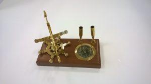 zonnewijzer kompas pennenhouder