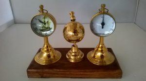 clock hygrometer