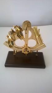 sextant op grote houten voet